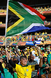 11.06.2010, Soccer City Stadium, Johannesburg, RSA, FIFA WM 2010, Südafrika (RSA) vs Mexico (MEX), im Bild A Brazil fans holds the South African flag and the World Cup trophy, EXPA Pictures © 2010, PhotoCredit: EXPA/ IPS/ Mark Atkins