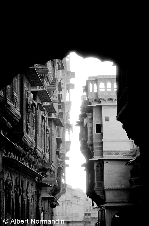 Archway leading into old city, Patwon Ki Haveli