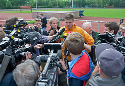 15.05.2013, Weserstadion, Bremen, GER, 1.FBL, Laktattest SV Werder Bremen, im Bild Sebastian Prödl / Proedl (Bremen #15) beim Interview nach dem Laktattest // during the training session of the German Bundesliga Club SV Werder Bremen at the Weserstadion, Bremen, Germany on 2013/05/15. EXPA Pictures © 2013, PhotoCredit: EXPA/ Andreas Gumz ***** ATTENTION - OUT OF GER *****
