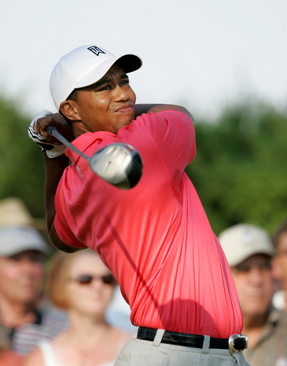 PINEHURST, NORTH CAROLINA - JUNE 16, 2005<br /> Tiger WOODS during the 1st Round of the 2005 U.S. Open Championship, held at Pinehurst No.2 in the Village of Pinehurst, North Carolina.