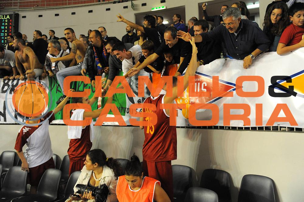 DESCRIZIONE : Roma Lega A 2011-12 Virtus Roma Angelico Biella<br /> GIOCATORE : team roma<br /> CATEGORIA : esultanza tifosi<br /> SQUADRA : Virtus Roma<br /> EVENTO : Campionato Lega A 2011-2012<br /> GARA : Virtus Roma Angelico Biella<br /> DATA : 16/10/2011<br /> SPORT : Pallacanestro<br /> AUTORE : Agenzia Ciamillo-Castoria/GabrieleCiamillo<br /> Galleria : Lega Basket A 2011-2012<br /> Fotonotizia : Roma Lega A 2011-12 Virtus Roma Angelico Biella<br /> Predefinita :