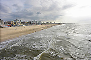 Nederland, Scheveningen, 28-10-2012Het strand met een dreigende lucht, regen op zee. Links de boulevard met het Kurhaus.Foto: Flip Franssen/Hollandse Hoogte