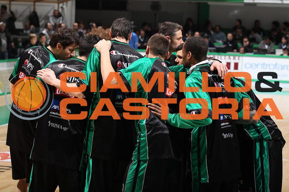 DESCRIZIONE : Siena Eurolega 2010-11 Top 16 Montepaschi Siena Efes Pilsen Istanbul<br /> GIOCATORE : Squadra Team<br /> SQUADRA : Montepaschi Siena<br /> EVENTO : Eurolega 2010-2011<br /> GARA : Montepaschi Siena Efes Pilsen Istanbul<br /> DATA : 24/02/2011<br /> CATEGORIA : prima della partita<br /> SPORT : Pallacanestro <br /> AUTORE : Agenzia Ciamillo-Castoria/ElioCastoria<br /> Galleria : Eurolega 2010-2011<br /> Fotonotizia : Siena Eurolega 2010-11 Top 16 Montepaschi Siena Efes Pilsen Istanbul<br /> Predefinita :