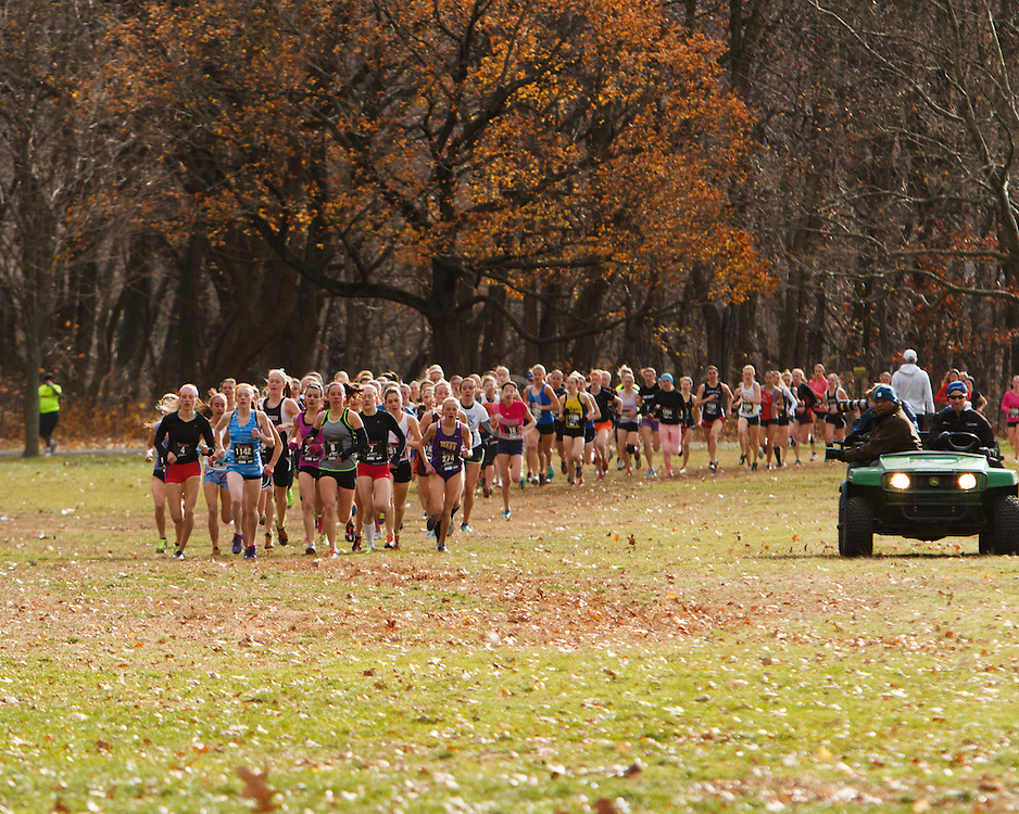Foot Locker Cross Country Northeast Regional Championship race, lead pack approaches 1 mile mark in seeded girls race