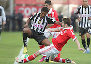 Portugal, FUNCHAL : Nacional´s Brazilian midfielder Diego (L )  vies with Benfica's Uruguayan midfielder E. Perez (r) during Portuguese League football match Nacional vs Benfica at Madeira Stadium in Funchal on February 10, 2013.  PHOTO/ GREGORIO CUNHA..
