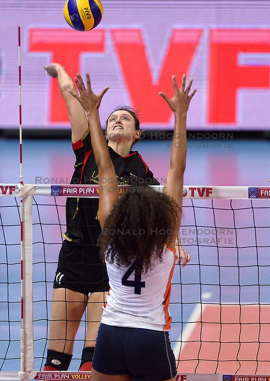 04-01-2016 TUR: European Olympic Qualification Tournament Nederland - Duitsland, Ankara <br /> De Nederlandse volleybalvrouwen hebben de eerste wedstrijd van het olympisch kwalificatietoernooi in Ankara niet kunnen winnen. Duitsland was met 3-2 te sterk (28-26, 22-25, 22-25, 25-20, 11-15) / Christiane Furst #11 of Germany, Celeste Plak #4