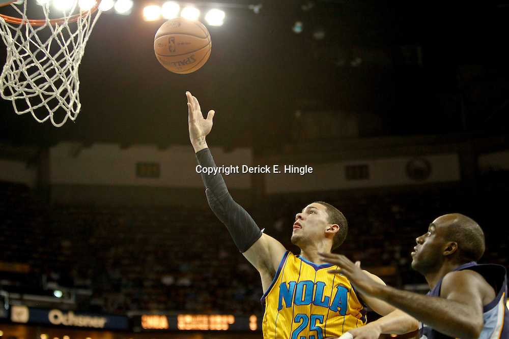Dec 7, 2012; New Orleans, LA, USA; New Orleans Hornets shooting guard Austin Rivers (25) shoots over Memphis Grizzlies small forward Quincy Pondexter (20) during the second quarter of a game at the New Orleans Arena.  Mandatory Credit: Derick E. Hingle-USA TODAY Sports