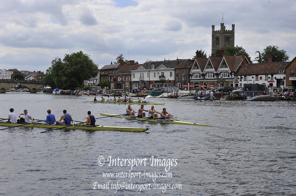 Henley, Great Britain.  Henley Royal Regatta. River Thames Henley Reach.  Royal Regatta. River Thames Henley Reach.  Friday   01/07/2011  [Mandatory Credit Peter Spurrie r/ Intersport Images] . HRR