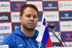 30-11-2019 JAP: Netherlands - Slovenia, Kumamoto<br /> First day 24th IHF Womenís Handball World Championship, Netherlands lost the first match against Slovenia with 26 - 32. / Coach Uros Bregar of Slovenia