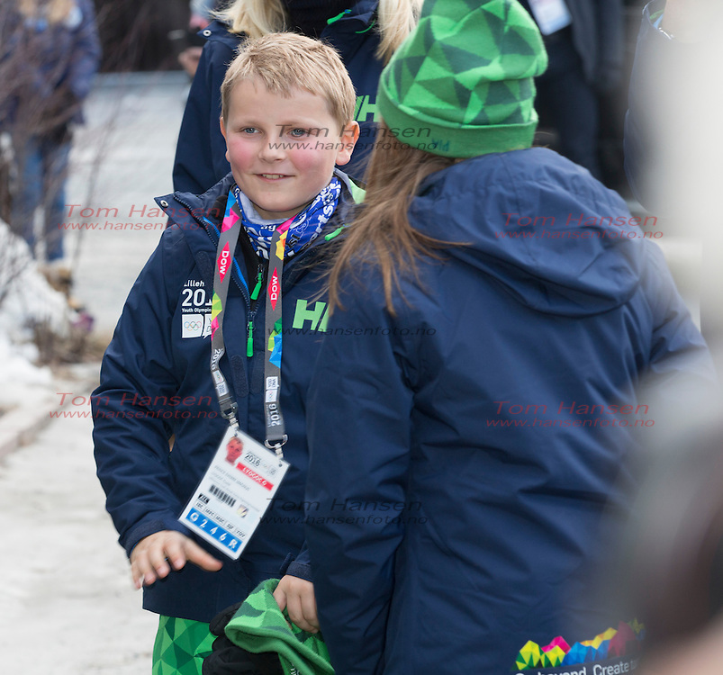 OSLO, 20160212: Kronprins Haakon, Kronprinsesse Mette-Marit, Prinsesse Ingrid Alexandra og prins Sverre Magnus er på curlingCrownprince Haakon, crown princess Mette-Marit, princess Ingrid Alexandra and prince Sverre Magnus at the Lillehammer Youth Olympics. Haakon was putting the first stone of the Curlingcompetition iN HAAKONS HALL. . FOTO: TOM HANSEN