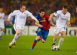 ROME, ITALY - Tuesday, May 26, 2009: Manchester United's Michael Carrick and Wayne Rooney cannot handle Barcelona's Lionel Messi during the UEFA Champions League Final at the Stadio Olimpico. (Pic by Carlo Baroncini/Propaganda)
