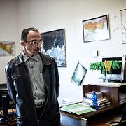 Mohamed dans le bureau d'Angelo Milazzo, regarde sur l'ordinateur de Angelo, sans trop s'approcher, les images qui étaient dans le portable de Bilal; il n'avait que seize ans