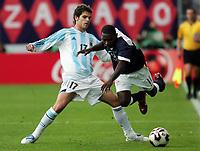 Fotball <br /> FIFA World Youth Championships 2005<br /> Enschede<br /> Nederland / Holland<br /> 11.06.2005<br /> Foto: Morten Olsen, Digitalsport<br /> <br /> USA v Argentina 1-0<br /> <br /> Freddy Adu - USA<br /> Fernando Gago - Argentina
