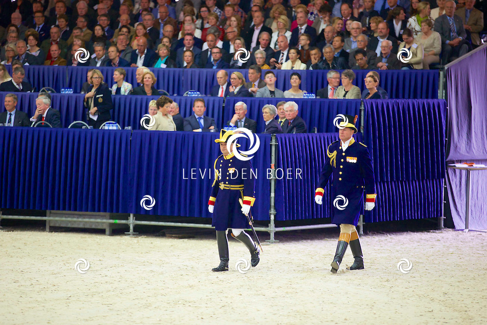 ERMELO (KNHS) – Op woensdagmiddag 7 mei is het Nationaal Hippisch Centrum in Ermelo officieel geopend door Zijne Majesteit Koning Willem-Alexander. Het memorabele moment in de geschiedenis van hippisch Nederland werd gevierd in de nieuwe Amaliahal, in aanwezigheid van de Koning en ruim duizend genodigden van de Koninklijke Nederlandse Hippische Sportfederatie (KNHS) en het Koninklijk Warmbloed Paardenstamboek Nederland (KWPN). FOTO LEVIN DEN BOER - PERSFOTO.NU