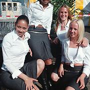 Meisjes van het Hart van Huizen promotieteam vlnrShanili Poiesz, Nathalie Kasanradje, Muriel Klein en Esther Mol