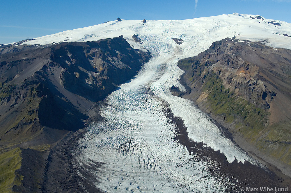 Kvíárjökull - séð til norðvesturs. Staðarfjall t.v. Efst í miðju; Hnappar og  lengst t.h. Hvannadalshnúkur. Hornafjörður áður Hofshreppur / Kviarjokull viewing northwest. Stadarfjall moyuntain left in picture. In the middle on top of the glacier: Hnappar and in upper right corner; Hvannadalshnukur, Hornafjordur former Hofshreppur.