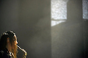 Nederland, Ewijk, 24-6-2016Vanmiddag begon het festival Down the Rabbit Hole , dtrh . De organisatie had veel moeite gedaan de water en de modderoverlast, veroorzaakt door de hoosbuien van afgelopen week, tot een minimum te beperken . PJ Harvey was de slotact van deze eerste dag . Foto: Flip Franssen