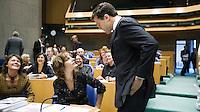 Nederland. Den Haag, 17 september 2008.<br /> De algemene beschouwingen in de tweede kamer, daags na prinsjesdag.<br /> Mark Rutte loopt voor aanvang langs collega fractievoorzitter Agnes Kant.<br /> Foto Martijn Beekman<br /> NIET VOOR PUBLIKATIE IN LANDELIJKE DAGBLADEN.