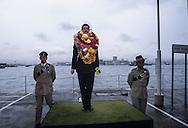 Hong Kong. departure of the commanding officer Crombie  of the queen Gurkhas signal at the prince of Walles barracks    / Les soldats fêtent le départ du commandant Crombie (comander of thé queen Gurkha signal) en le tirant dans un pousse pousse au pied  des immeubles de la base militaire - Prince of Walles   / R00057/116    L1397  /  P0003165