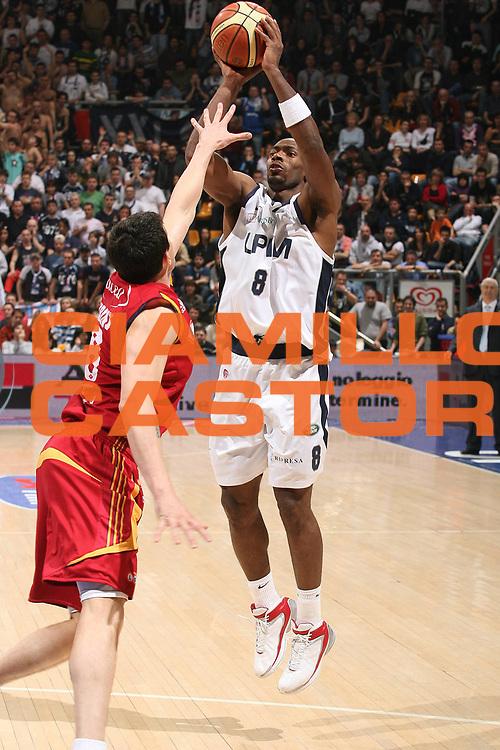 DESCRIZIONE : Bologna Lega A1 2007-08 Upim Fortitudo Bologna Lottomatica Virtus Roma<br /> GIOCATORE : Oscar Torres<br /> SQUADRA : Upim Fortitudo Bologna<br /> EVENTO : Campionato Lega A1 2007-2008 <br /> GARA : Upim Fortitudo Bologna Lottomatica Virtus Roma<br /> DATA : 30/03/2008<br /> CATEGORIA : Tiro<br /> SPORT : Pallacanestro <br /> AUTORE : Agenzia Ciamillo-Castoria/M.Marchi