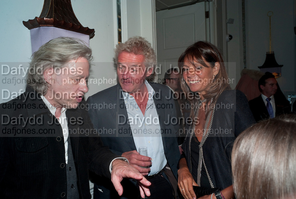 SIR BOB GELDOF; BISMARCK; COUNTESS DEBBIE VON BISMARCK, Henry Porter hosts a launch for Songs of Blood and Sword by Fatima Bhutto. The Artesian at the Langham London. Portland Place. 15 April 2010. *** Local Caption *** -DO NOT ARCHIVE-© Copyright Photograph by Dafydd Jones. 248 Clapham Rd. London SW9 0PZ. Tel 0207 820 0771. www.dafjones.com.<br /> SIR BOB GELDOF; BISMARCK; COUNTESS DEBBIE VON BISMARCK, Henry Porter hosts a launch for Songs of Blood and Sword by Fatima Bhutto. The Artesian at the Langham London. Portland Place. 15 April 2010.