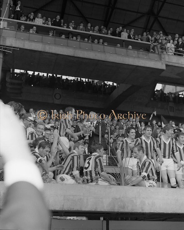 07/09/1969<br /> 09/07/1969<br /> 7 September 1969<br /> All-Ireland Senior Hurling Final: Kilkenny v Cork at Croke Park, Dublin.  <br /> The president of the G.A.A. presenting Kilkenny captain with the cup.