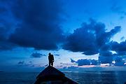 Amanecer en la comarca indígena  Guna Yala,  conformada por archipiélago de 365 islas a lo largo de la costa caribe noreste de Panamá...(Ramón Lepage).