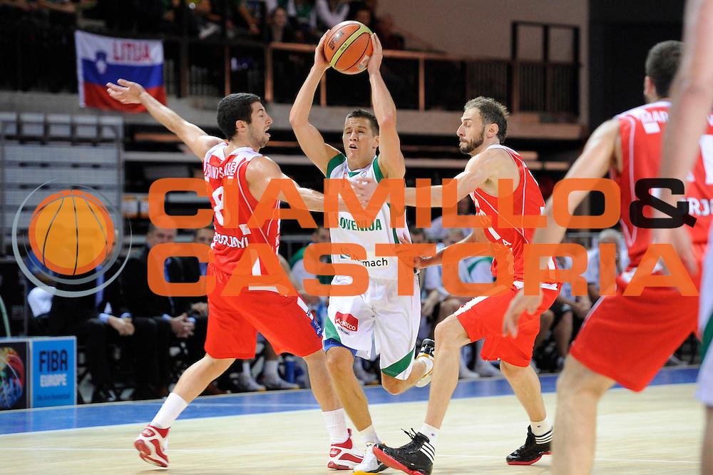 DESCRIZIONE : Klaipeda Lithuania Lituania Eurobasket Men 2011 Preliminary Round Slovenia Georgia<br /> GIOCATORE : Jaka Lakovic<br /> SQUADRA : Slovenia<br /> EVENTO : Eurobasket Men 2011<br /> GARA : Slovenia Georgia<br /> DATA : 03/09/2011<br /> CATEGORIA : palleggio penetrazione difesa<br /> SPORT : Pallacanestro <br /> AUTORE : Agenzia Ciamillo-Castoria/C.De Massis<br /> Galleria : Eurobasket Men 2011<br /> Fotonotizia : Klaipeda Lithuania Lituania Eurobasket Men 2011 Preliminary Round Slovenia Georgia<br /> Predefinita :
