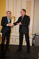 &copy;www.agencepeps.be/ F.Andrieu- Belgique - Bruxelles - 130918 -<br /> Jean-Claude Vandamme<br /> Un invit&eacute; surprise pour la remise des Golden Gloves puisque c'est Jean-Claude Vandamme, revenu sp&eacute;cialement d'Inde et en partance le m&ecirc;me soir pour Los Angeles qui a remis les pr&eacute;cieux troph&eacute;es. Alex Miskirtchian (27 ans), champion d'Europe des poids plumes (entre 55,338 kg et 57,152 kg) et challenger n&deg;1 au titre mondial IBF d&eacute;tenu par le Russe de Californie Evgeny &quot;El Ruso Mexicano&quot; Dragovitch, invaincu en 17 combats, dont 9 remport&eacute; par k.o, a &eacute;t&eacute; &eacute;lu meilleur Boxeur Belge de l'ann&eacute;e par un jury compos&eacute; de sp&eacute;cialistes. <br /> Cette r&eacute;compense (le Golden Gloves) lui a &eacute;t&eacute; remise mercredi soir par l'acteur Jean-Claude Vandamme, ce qui a manifestement &eacute;mu le champion d'Europe. <br /> Au cours de cette m&ecirc;me soir&eacute;e dans un grand h&ocirc;tel de l'Avenue Louise, &agrave; Bruxelles, St&eacute;phane Jamoye s'est vu honorer du plus beau combat de l'ann&eacute;e (son championnat d'Europe contre l'Anglais Lee Haskins) tandis que l'Alostois Bilal Laggoune (20), r&eacute;cent champion de Belgique des lourds-l&eacute;gers, a &eacute;t&eacute; nomm&eacute; meilleur espoir belge et la Roularienne Delfine Persoon (championne du monde des poids l&eacute;gers), boxeuse de l'ann&eacute;e. Quant &agrave; Daniel Van de Wiele, il a &eacute;t&eacute; logiquement d&eacute;clar&eacute; Arbitre de l'ann&eacute;e alors que l'Anderlechtoise Caliope Slagmulder (17) est Meilleur Espoir F&eacute;minin et l'anversois Dodji Ayalah, Meilleur espoir chez les Amateurs. <br /> &quot;L'IBF (International Boxing Federation) impose toutefois une demi-finale &agrave; Alex car Gradovich va remettre son titre en jeu volontairement comme l'autorise le r&egrave;glement Cette demi-finale l'opposerait au Fran&ccedil;ais Takouch, qu'Alex a d&eacute;j&agrave; battu&quot;