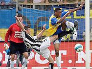 15-05-2008 Voetbal:RKC Waalwijk:ADO Den Haag:Waalwijk<br /> Richard Knopper in duel met Dustley Mulder<br /> Foto: Geert van Erven