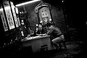 Hong Kong | HongKong | 02.12.2012 :  <br /> <br /> hier: Lebensberatung im Tempel<br />   <br /> Sascha Rheker<br /> 20121202<br /> <br /> <br /> <br /> [Inhaltsveraendernde Manipulation des Fotos nur nach ausdruecklicher Genehmigung des Fotografen. Vereinbarungen ueber Abtretung von Persoenlichkeitsrechten/Model Release der abgebildeten Person/Personen liegt/liegen nicht vor.] [No Model Release | No Property Release]