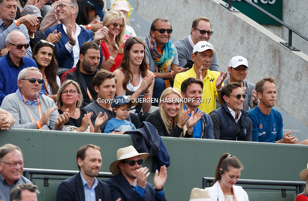 STAN WAWRINKA TEAM in der Spielerloge, Eltern Vater Wolfram,Mutter Isabella ,Freundin Donna Vekic,Trainer Magnus Norman,Familie,<br /> <br /> Tennis - French Open 2017 - Grand Slam / ATP / WTA / ITF -  Roland Garros - Paris -  - France  - 7 June 2017.