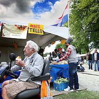 Nederland, Amsterdam , 21 juli 2012..Het jaarlijkse multiculturele festival Kwakoe Amsterdam is vandaag zaterdag weer begonnen in het Bijlmerpark. Het evenement wordt zes weekeinden achter elkaar gehouden.De organisatie ging dit jaar gepaard met veel geruzie meldt AT5..Stadsdeel Zuidoost besloot de vergunning voor het eerst aan de Stichting Zomerfestival Amsterdam Zuidoost te verlenen en niet langer aan Kwakoe Events. Die laatste lag de afgelopen jaren in de clinch met het stadsdeel..Het Kwaku Zomer Festival in het Bijlmerpark begint zaterdag 21 juli en duurt vijf weekenden..Bezoekers van het Kwaku Festival kunnen weer elk weekend volop genieten van muziek, dans en lekker eten..Klik hier voor Kwaku Streetfood Court.Zoals bekend zijn er tijdens het Kwakoe Zomer Festival vele activiteiten. Naast het voetballen kan men genieten van muziek, theater, literatuur, kunst, lezingen etc..VOORKEURFOTO!..Foto:Jean-Pierre Jans