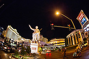 De 'strip' met casino's in Las Vegas. Op de foto Cesar's Palace.<br />