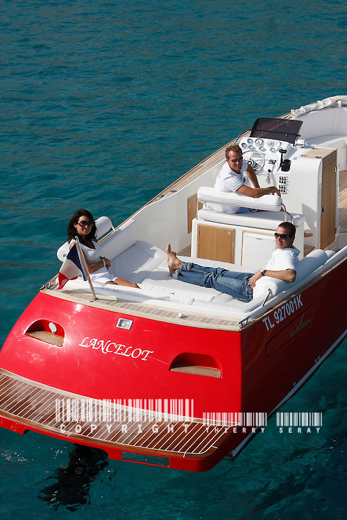 LANCELOT 33. FIBRAZUR CONSTRUCTIONS.MENTION OBLIGATOIRE : THIERRY SERAY/FIBRAZUR.