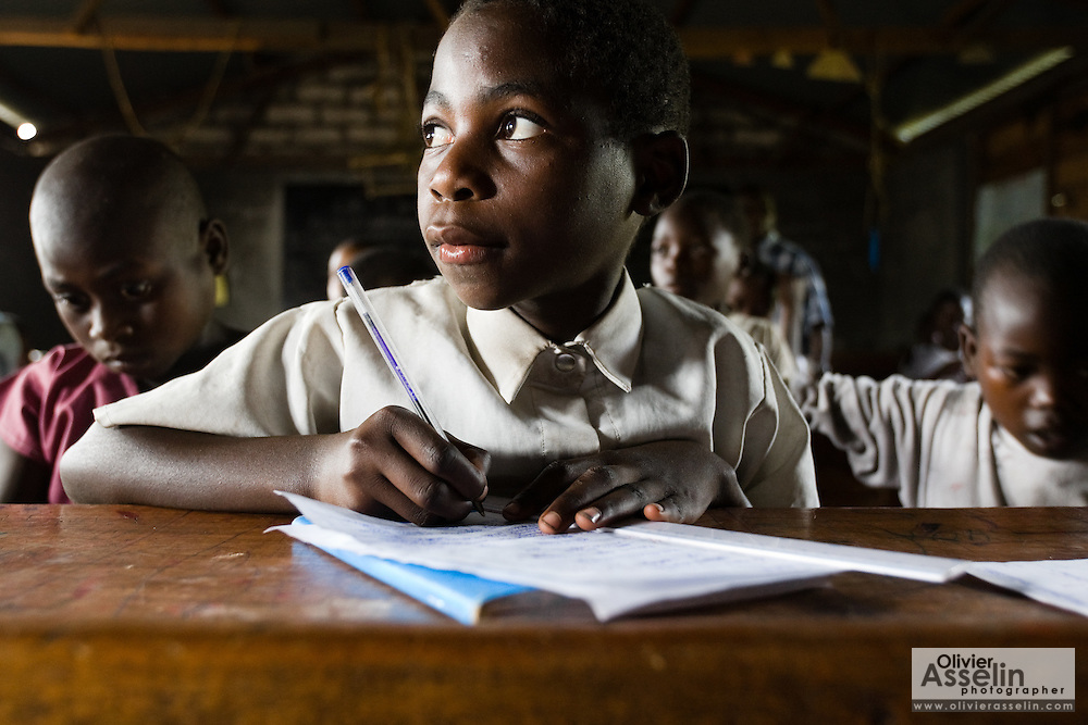 A displaced boy attends school in a 4th grade class at the CCLK (Centre Chrétien du Lac Kivu) primary school outside the CCLK spontaneous IDP site near Mugunga, on the outskirts of Goma, Eastern Democratic Republic of Congo on Wednesday December 17, 2008. Over half of the children in the school are displaced by conflict, but many more in the IDP site cannot afford school fees and don't attend class.