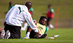 21.05.2010, Dolomitenstadion, Lienz, AUT, WM Vorbereitung, Kamerun Training im Bild Alexandre Song, Mittelfeld, Nationalteam Kamerun (FC Arsenal), EXPA Pictures © 2010, PhotoCredit: EXPA/ J. Feichter / SPORTIDA PHOTO AGENCY