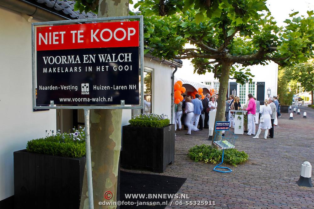 NLD/Naarden/20100621 - Zomaar Zomerborrel makelaar Voorma & Walch Naarden,