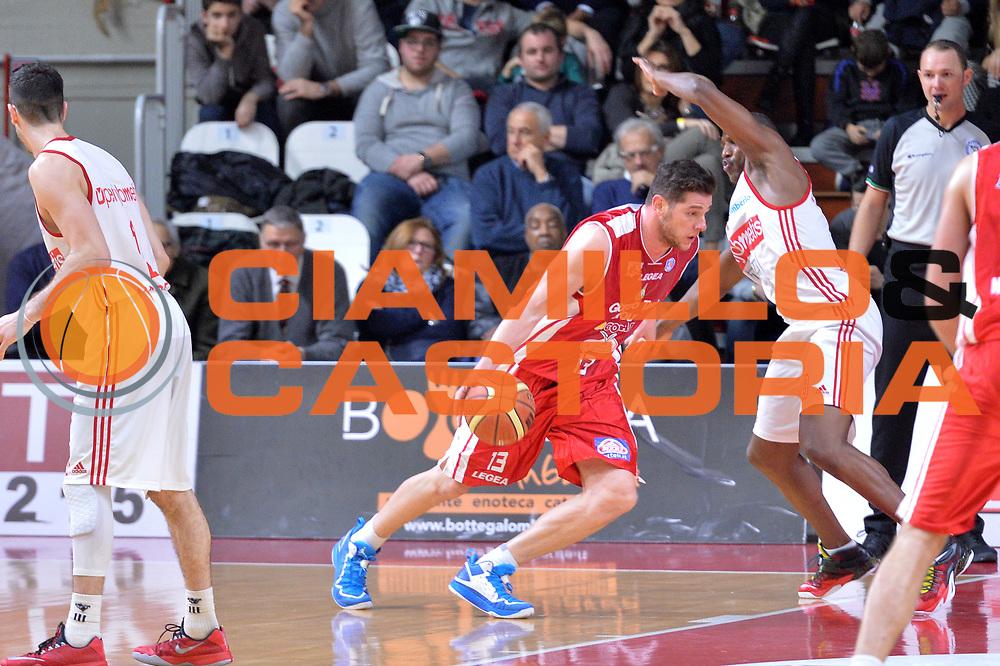 DESCRIZIONE : Varese Lega A 2014-15 Openjobmetis Varese Giorgio Tesi Group Pistoia<br /> GIOCATORE : Amoroso Valerio<br /> CATEGORIA : Palleggio controcampo con penetrazione<br /> SQUADRA : Giorgio Tesi Group Pistoia<br /> EVENTO : Campionato Lega A 2014-2015<br /> GARA : Openjobmetis Varese Giorgio Tesi Group Pistoia<br /> DATA : 04/01/2015<br /> SPORT : Pallacanestro <br /> AUTORE : Agenzia Ciamillo-Castoria/I.Mancini<br /> Galleria : Lega Basket A 2014-2015 <br /> Fotonotizia : Varese Lega A 2014-15 Openjobmetis Varese Giorgio Tesi Group Pistoia<br /> Predefinita :