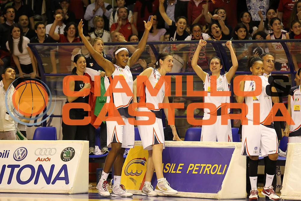 DESCRIZIONE : Taranto Lega A1 Femminile 2009-10 Play Off Finale Gara 5<br /> Cras Basket Taranto Famila Wuber Schio<br /> GIOCATORE : Valentina Siccardi Sara Giauro Rebekkah Brunson Kathy Wambe<br /> SQUADRA : Cras Basket Taranto<br /> EVENTO : Campionato Lega A1 Femminile 2009-2010<br /> GARA : Cras Basket Taranto Famila Wuber Schio<br /> DATA : 16/05/2010<br /> CATEGORIA : esultanza<br /> SPORT : Pallacanestro<br /> AUTORE : Agenzia Ciamillo-Castoria/ElioCastoria<br /> Galleria : Lega Basket Femminile 2009-2010<br /> Fotonotizia : Taranto Campionato Italiano Femminile Lega A1 2009-2010 Play Off Finale Gara 5 Cras Basket Taranto Famila Wuber Schio<br /> Predefinita :