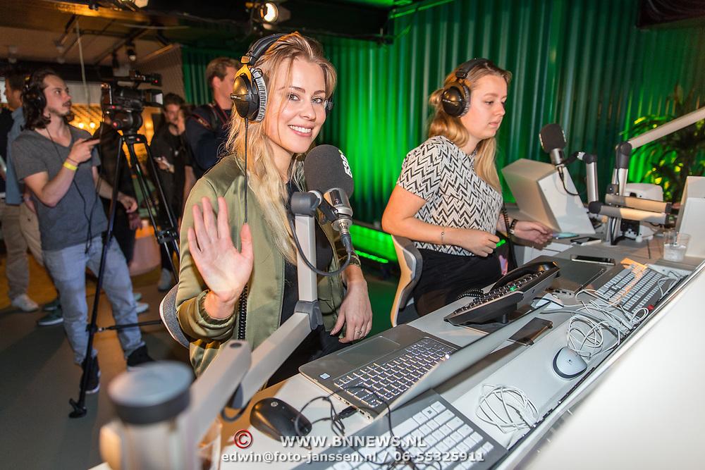 NLD/Amsterdam/20171019 - Prijsuitreiking en mini concert David Guetta, Celine Huisman