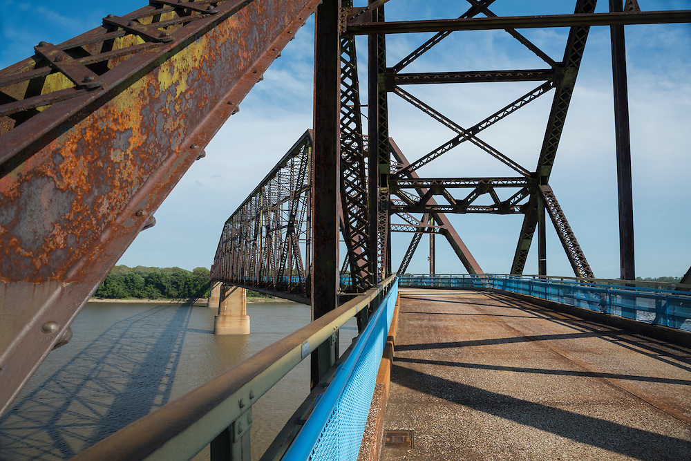 USA, Missouri, St,Louis, The Chain of Rocks Bridge spans the Mississippi River on the north edge of St. Louis, Missouri. The eastern end of the bridge is on Chouteau Island,