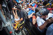 Una mujer simpatizante del candidato opositor, Henrique Capriles Radonski es atendida al desmayarse durante la llamada marcha Heroica realizada en Caracas, Venezuela. 7 Abril 2013. (Foto/ivan gonzalez)