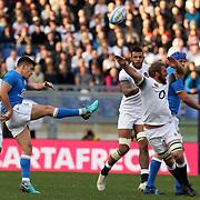 Roma 04/02/2018 Stadio Olimpico<br /> Natwest 6 nations Italia vs Inghilterra<br /> Tommaso Allan calcia contrastato da Chris Robshaw