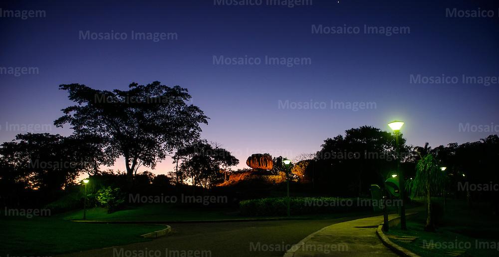 Brasil - Espirito Santo - Vitoria - Por do sol na Pedra da Cebola - Foto: Gabriel Lordello/ Mosaico Imagem