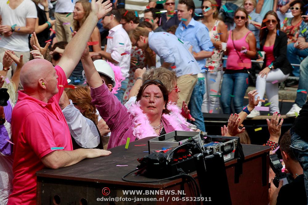 NLD/Amsterdam/20110806 - Canalpride Gaypride 2011, FNV voorzitter Agnes Jongerius