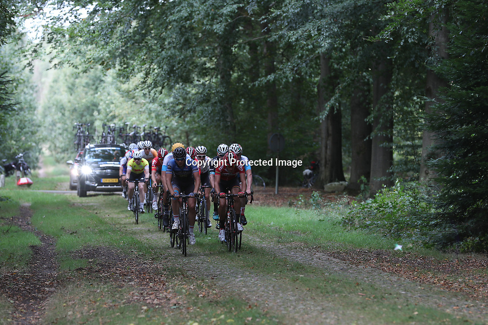 28-09-2016: Wielrennen: Olympia Tour: Assen<br /> ASSEN (NED) wielrennen   <br /> De 64e editie bracht de renners door het Drentse land. Wind en valpartijen maakten de koers hard