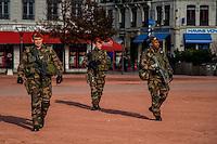 Le General Pierre Chavancy, Gouverneur militaire de Lyon,  accompagne de Gerard Collomb, le Maire de Lyon et Michel Delpuech, le Prefet de Region rencontrent les parachutistes de 3eme RPIMA recemment deployes dans le cadre du renforcement du plan Vigipirate, ainsi que la police montee municipale et la police nationale. Les lyonnais, rassures, accueillent ces troupes avec beaucoup de sympathie.<br /> <br /> State of emergency Lyon: presentation of the reinforced security measures.<br /> General Pierre Chavancy, military Governor of Lyon, accompanied by G&eacute;rard Collomb, Mayor of Lyon and Michel Delpuech, Prefect of Rhone,  paid a visit to the paratroopers from 3rd RPIMA recently deployed as part of the reinforcement of Vigipirate plan, the municipal mounted police and National Police.<br /> People, thus reassured, welcomed these troops with a lot of sympathy.