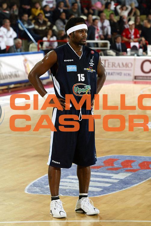 DESCRIZIONE : Teramo Lega A1 2005-06 Navigo.it Tramo Upea Capo Orlando <br /> GIOCATORE : Perry <br /> SQUADRA : Upea Capo Orlando <br /> EVENTO : Campionato Lega A1 2005-2006 <br /> GARA : Navigo.it Tramo Upea Capo Orlando <br /> DATA : 08/01/2006 <br /> CATEGORIA : Ritratto <br /> SPORT : Pallacanestro <br /> AUTORE : Agenzia Ciamillo-Castoria/G.Ciamillo