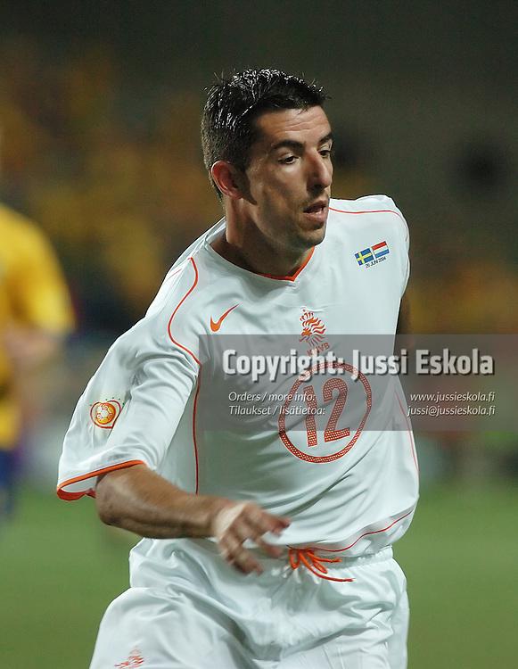 Roy Makaay, Sweden-Holland 26.6.2004. Euro 2004.&amp;#xA;Photo: Jussi Eskola<br />